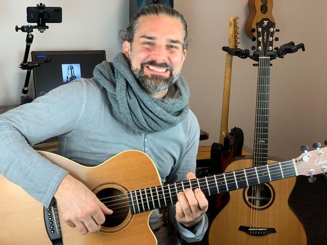 EINFACH Gitarre spielen mit der UKE-Methode (2 x 3 Std. + 20 Videos)